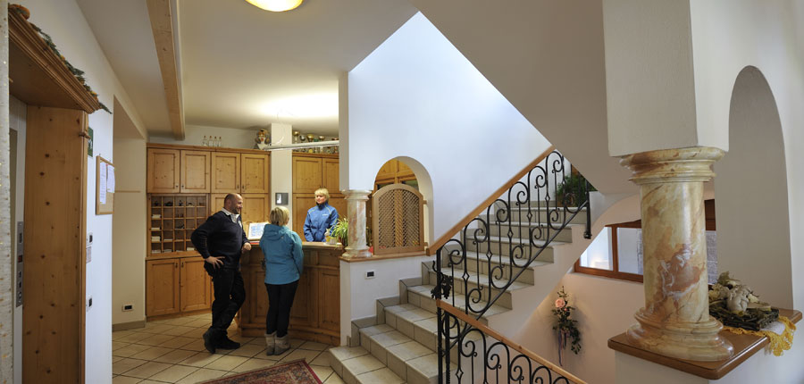 italy_dolomites_la_villa_chalet_hotel_al_pigher_welcoming_reception.jpg